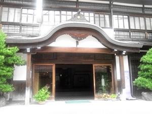 奥津荘の正面玄関