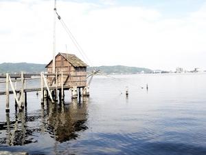 東郷湖の四つ手網